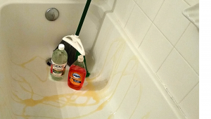 CLEANING YOUR BATHTUB WITH VINEGAR, DAWN DISH SOAP AND A BROOM